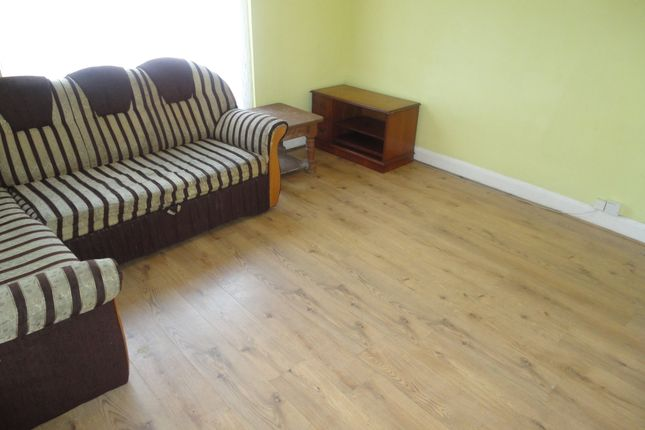 Thumbnail Flat to rent in Chaucer Avenue, Hounslow