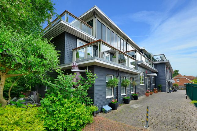 Thumbnail Terraced house for sale in Church Road, Faversham
