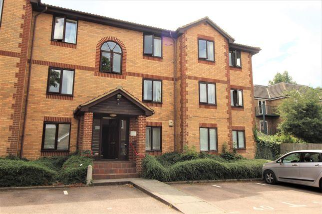 Thumbnail Flat to rent in Kinnaird Close, Burnham, Slough