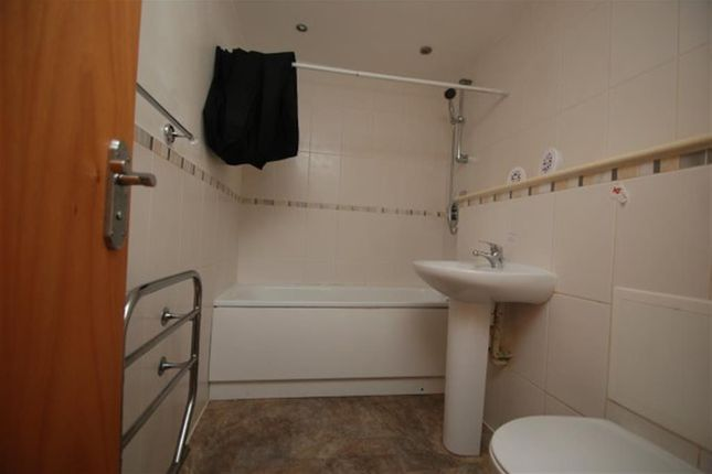 Bathroom of Regency Court, Stalybridge SK15