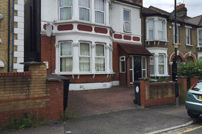 Flat to rent in Goldsmith Road, London