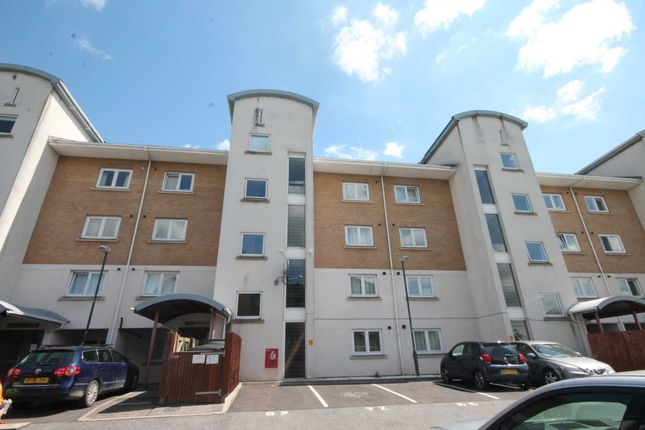 Flat for sale in Windrush Court, Chichester Wharf, Erith