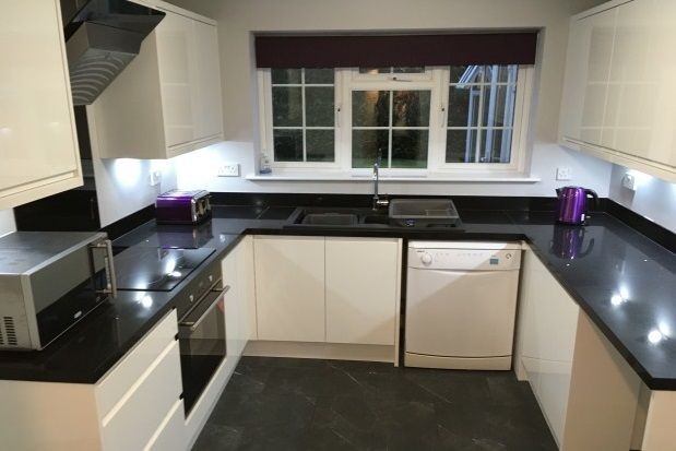 Thumbnail Property to rent in Grange Road, Bramhall
