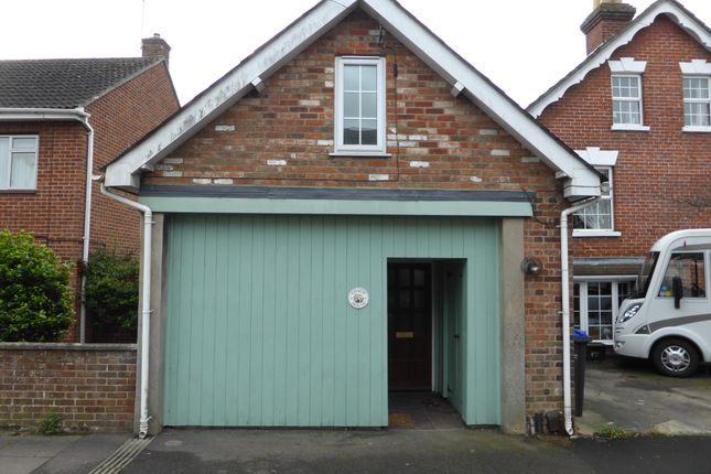 2 bed detached house to rent in St Marks Road, Salisbury SP1