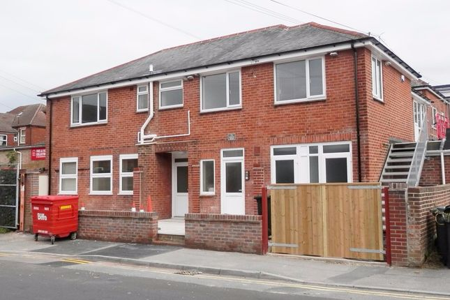 2 bed flat to rent in 1A Maple Road, Bournemouth