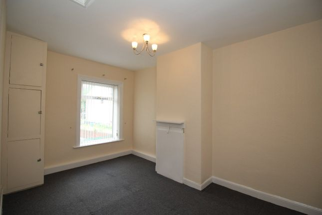 Bedroom of Batley Field Hill, Batley, West Yorkshire WF17