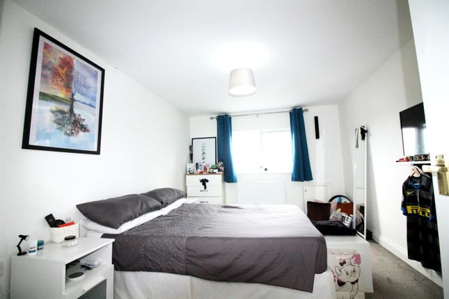 Thumbnail Property to rent in Rutland Gardens, London