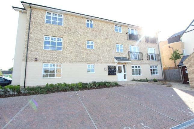 Thumbnail Flat for sale in Wellbrook Way, Girton, Cambridge