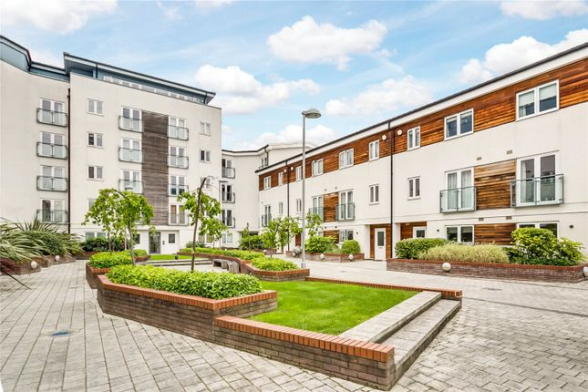 Thumbnail Flat for sale in Stane Grove, London