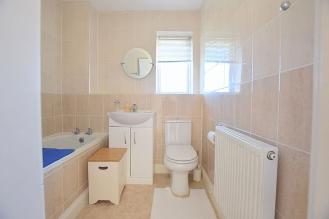 Bathroom of Calvie Croft, Hodge Lea, Milton Keynes MK12