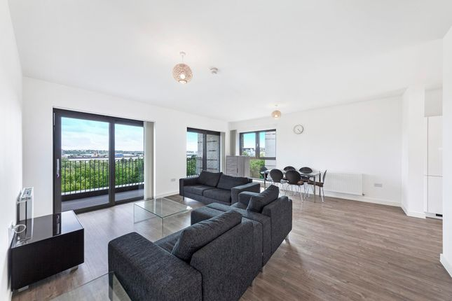 Thumbnail Flat to rent in Kingfisher Heights, Waterside Park, Royal Wharf