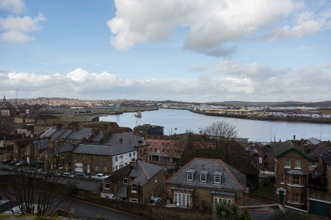 Thumbnail Flat to rent in Medway Heights, New Road