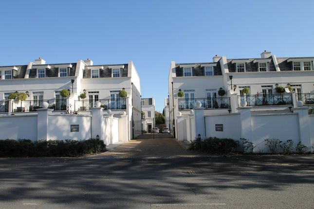 Thumbnail Semi-detached house to rent in Sovereign Mews, Ascot