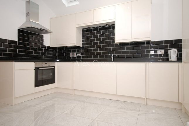 Thumbnail Flat to rent in Bathurst Gardens, London