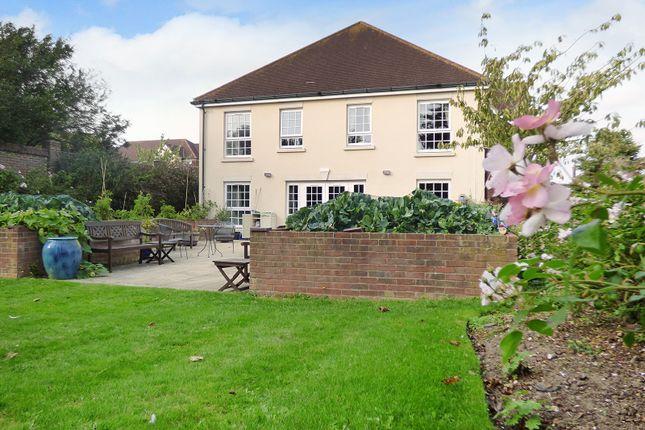 2 bed flat to rent in Claridge House, Church Street, Littlehampton BN17