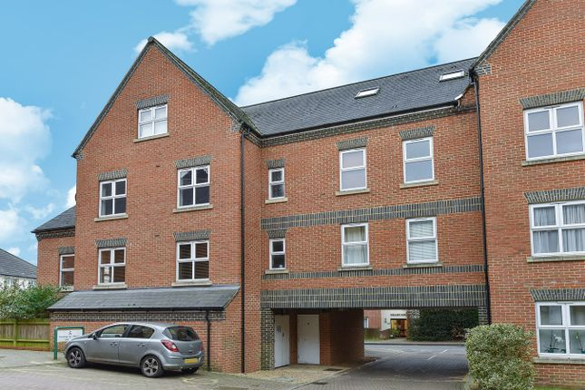 Thumbnail Flat for sale in Heath Hill Road South, Crowthorne