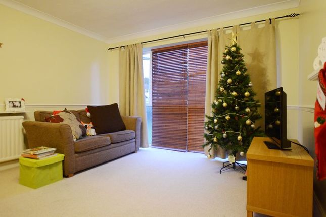 Thumbnail Flat to rent in The Cloisters, Frimley, Camberley