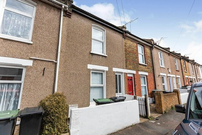 2 bed terraced house to rent in Mead Road, Gravesend DA11
