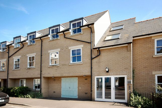 Thumbnail Flat to rent in Harvest Way, Cambridge