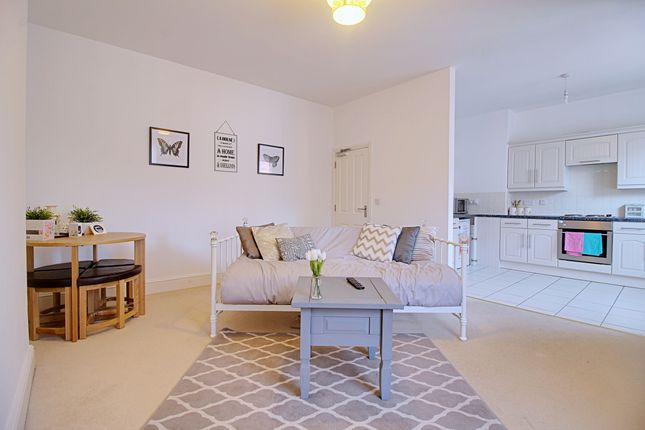 Thumbnail Flat to rent in Regent Street, Rugby, Warwickshire