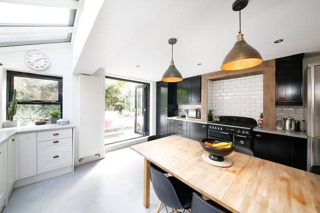 Thumbnail Terraced house to rent in Linnell Road, London