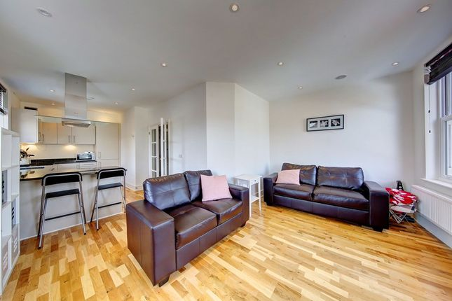 Thumbnail Duplex to rent in St Johns Hill, Battersea