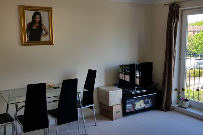 Flat to rent in Langstone Way, Mill Hill