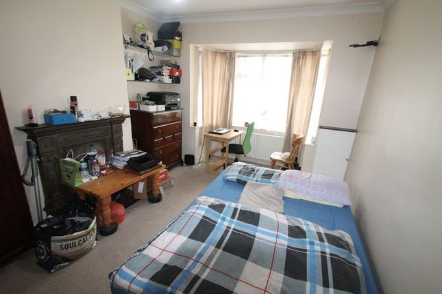 Thumbnail Property to rent in Chiltern View Road, Uxbridge