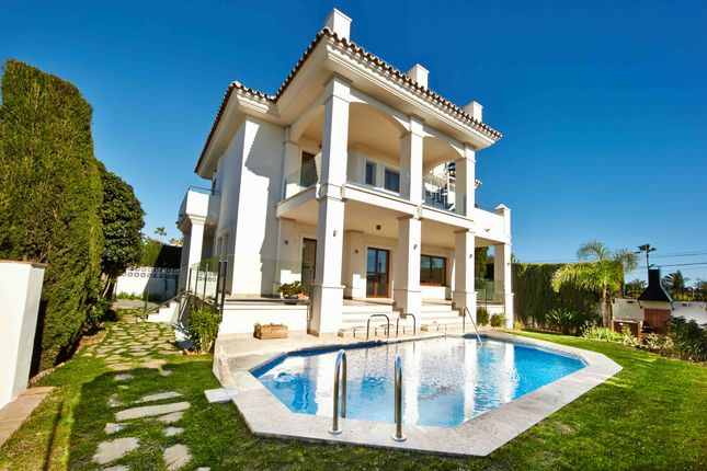 5 bed villa for sale in 01-263, Urbanización Vistamar, Spain