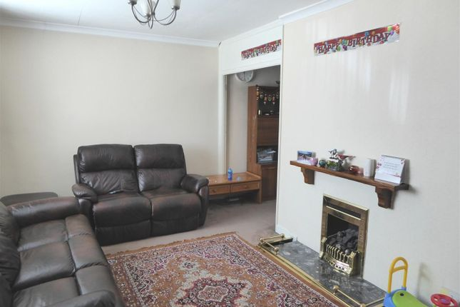 3 bed terraced house to rent in Lela Avenue, Hounslow