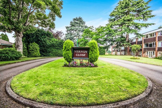 Thumbnail Town house for sale in Vernon Close, Leamington Spa