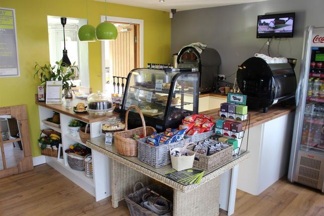 Restaurant/cafe for sale in Cafe & Sandwich Bars WF5, Ossett, West Yorkshire