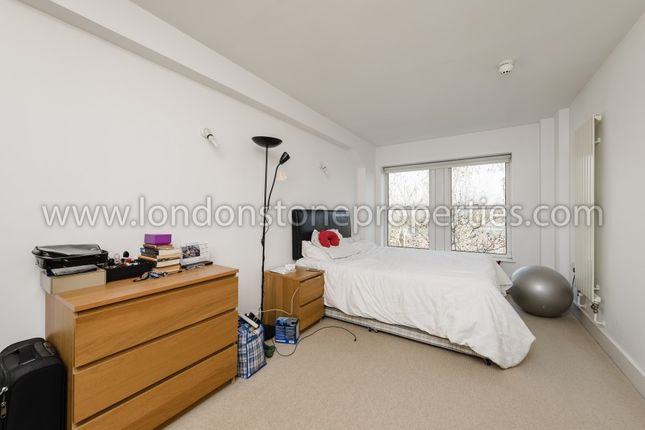 Master Bedroom of Cadogan Road, London SE18
