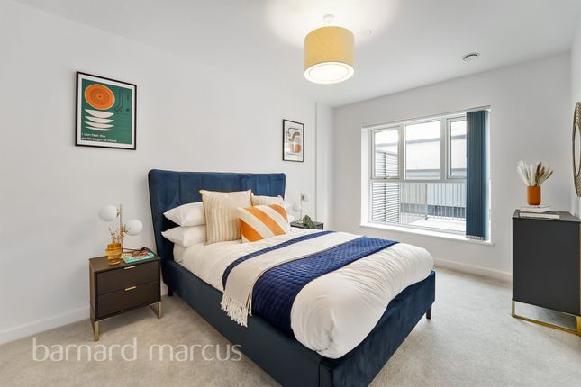 3 bed flat for sale in Blyth Road, Hayes UB3