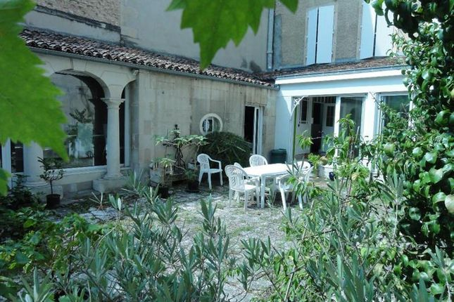 Thumbnail Town house for sale in Poitiers, Poitou-Charentes, France