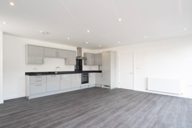 2 bed flat to rent in Forty Lane, Wembley HA9