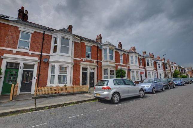 Thumbnail Flat for sale in Myrtle Grove, Jesmond, Newcastle Upon Tyne