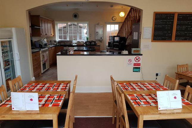 Thumbnail Restaurant/cafe for sale in Cafe & Sandwich Bars WF9, South Elmsall, West Yorkshire