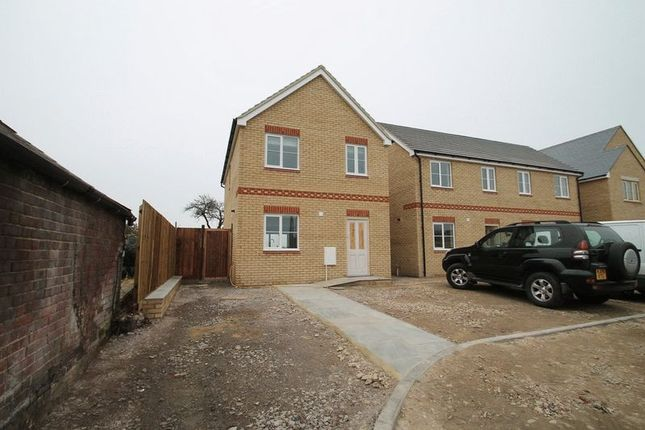 Thumbnail Detached house to rent in Leighton Road, Northall, Dunstable