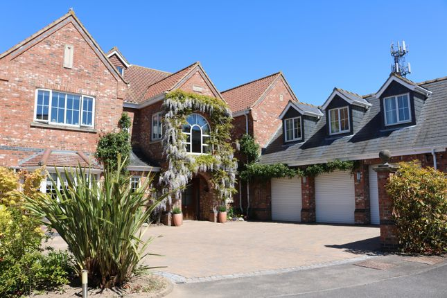 Thumbnail Detached house for sale in Manor Drive, Skegness, Lincs