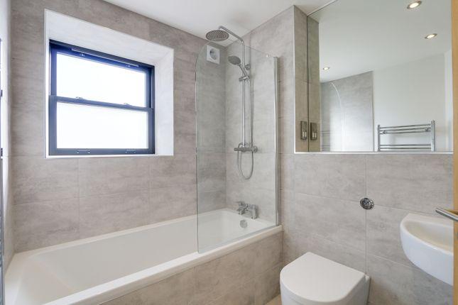 Family Bathroom of Den Road, Teignmouth TQ14