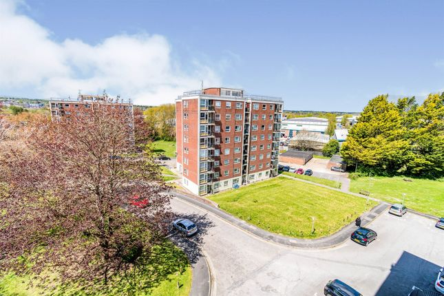 Thumbnail Flat for sale in Winnall Manor Road, Winchester