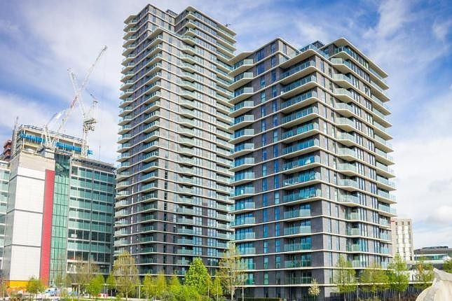 Thumbnail Flat for sale in Cassia Point, London