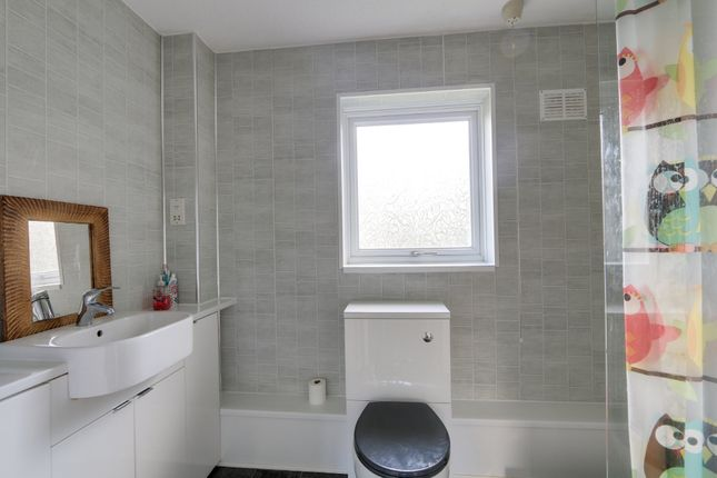 Bathroom of Mill Close, Newton Abbot TQ12