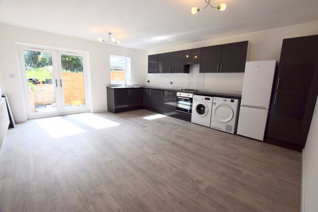 Thumbnail Flat to rent in Riverside Close, Coventry