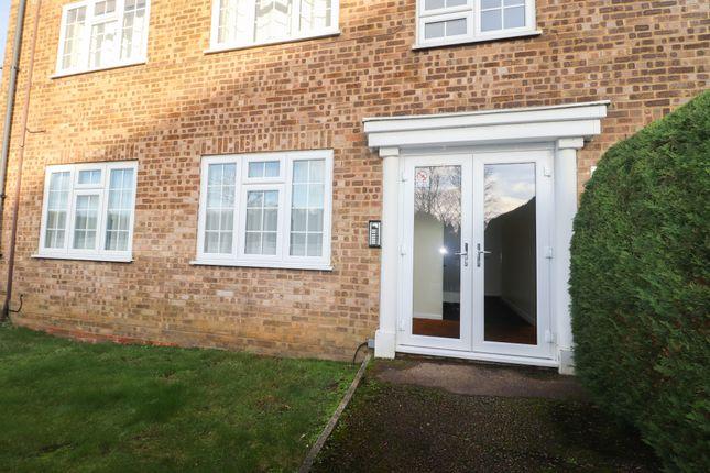 Thumbnail Flat to rent in Fernhill Road, Farnborough