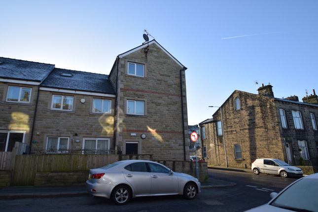Thumbnail Flat to rent in Hendley Court, Colne, Lancashire