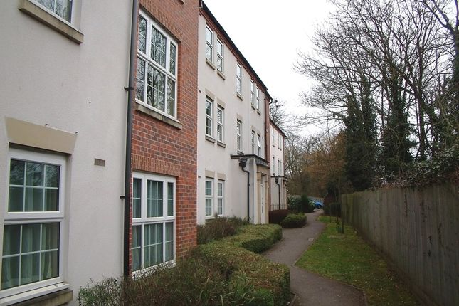 2 bed flat to rent in Oxford Road, Tilehurst, Reading