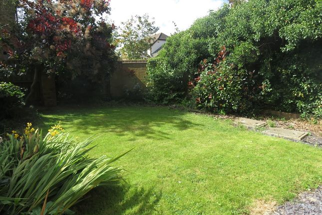 Gardens: of Oakden Close, Bramshall, Uttoxeter ST14