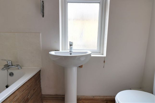 Bathroom 1 of Broughton Street, Hebden Bridge HX7